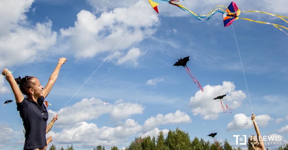 March - Kites